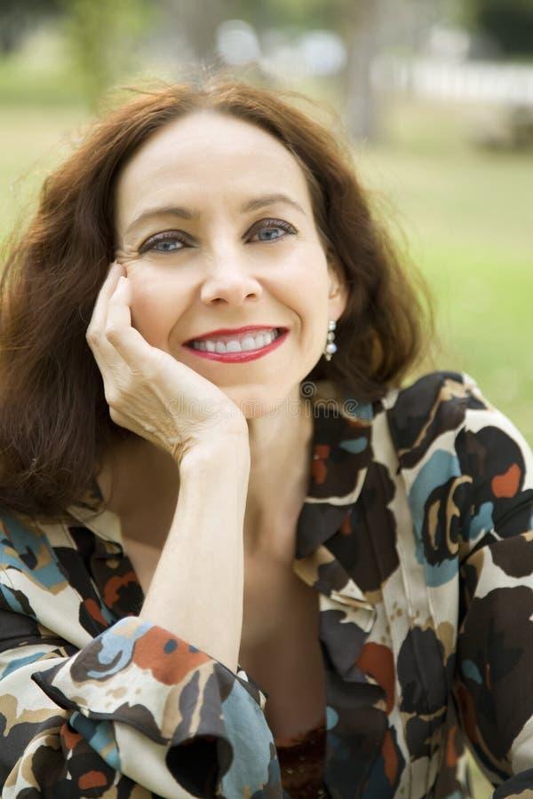 Portret van een middenleeftijdsvrouw stock afbeeldingen