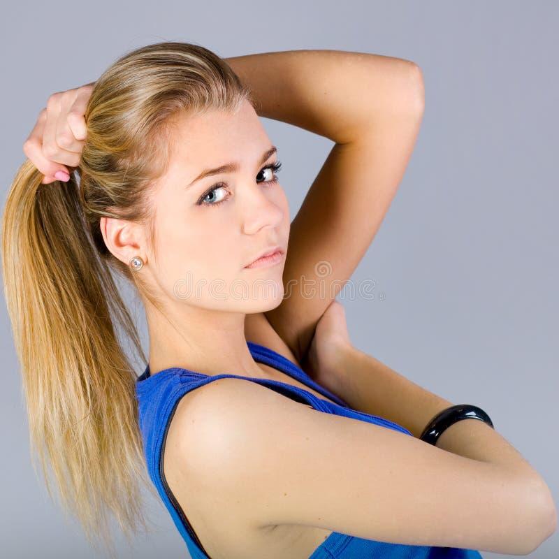 Portret van een mooi dansend meisje stock foto's