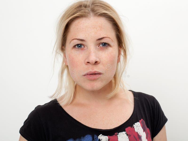 Portret van een mooi en droevig blonde royalty-vrije stock afbeelding