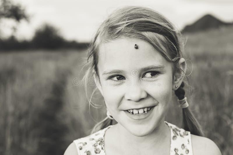 Portret van een mooi jong meisje royalty-vrije stock foto
