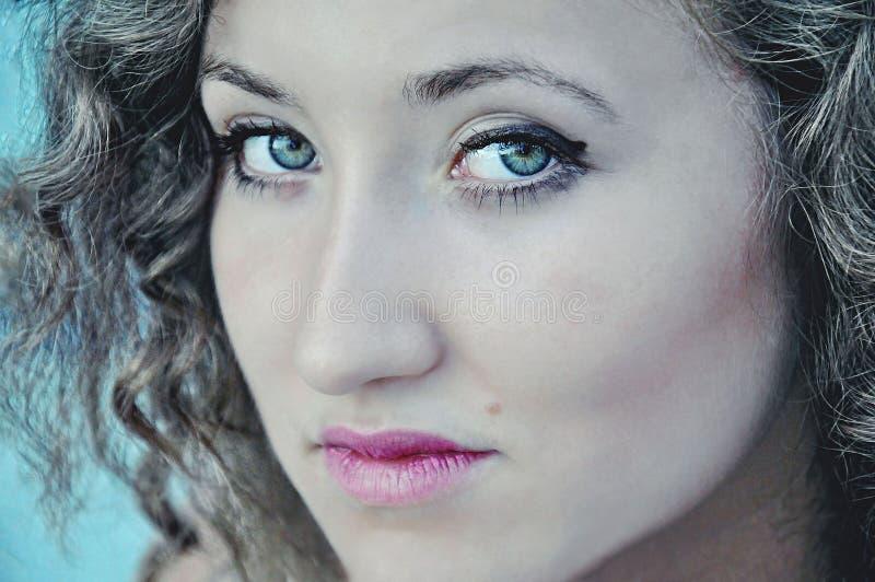 Portret van een mooi jong meisje in openlucht In openlucht portret o royalty-vrije stock foto's