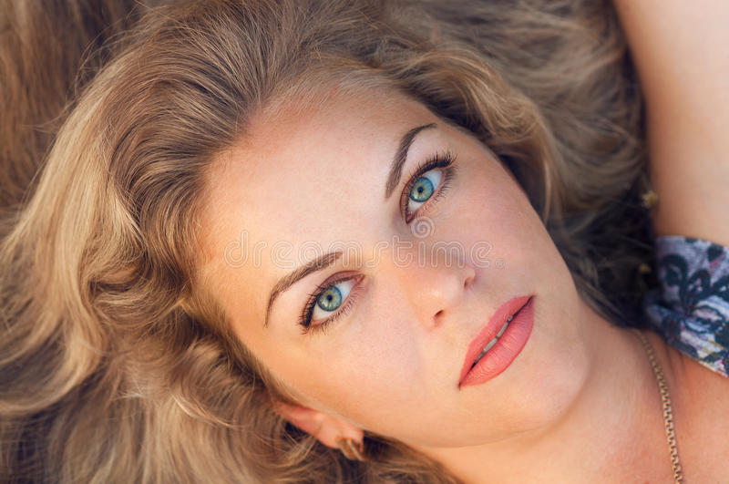 Portret van een mooi meisje stock foto's