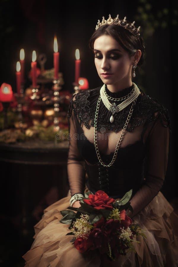 Download Portret Van Een Mooi Meisje In De Kroon Stock Foto - Afbeelding bestaande uit up, mooi: 114226170