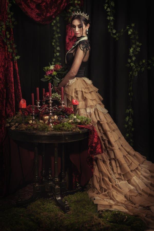 Download Portret Van Een Mooi Meisje In De Kroon Stock Foto - Afbeelding bestaande uit kijk, hoofd: 114226248
