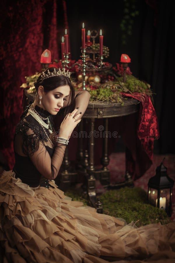 Download Portret Van Een Mooi Meisje In De Kroon Stock Foto - Afbeelding bestaande uit hairstyle, close: 114226330