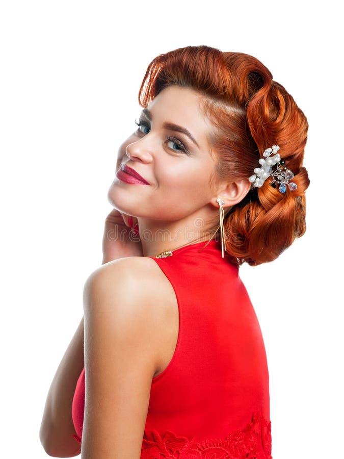 Portret van een mooi meisje in een rode kleding stock foto's