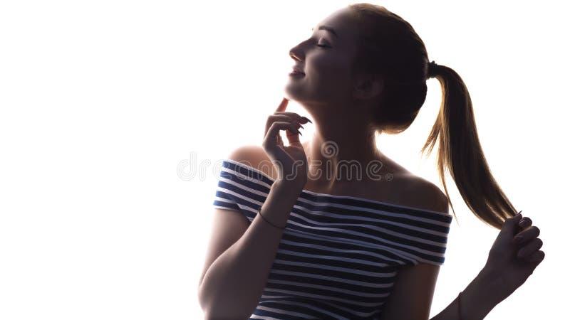 Portret van een mooi meisje met make-up op een witte achtergrond, een conceptenschoonheid en een manier stock afbeelding