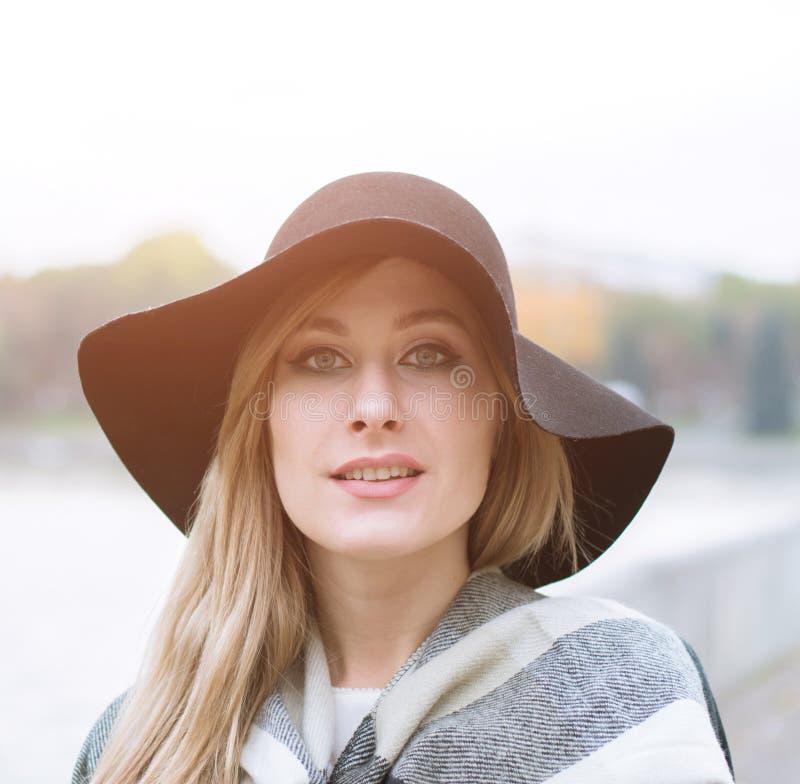 Portret van een mooi wit meisje royalty-vrije stock afbeelding