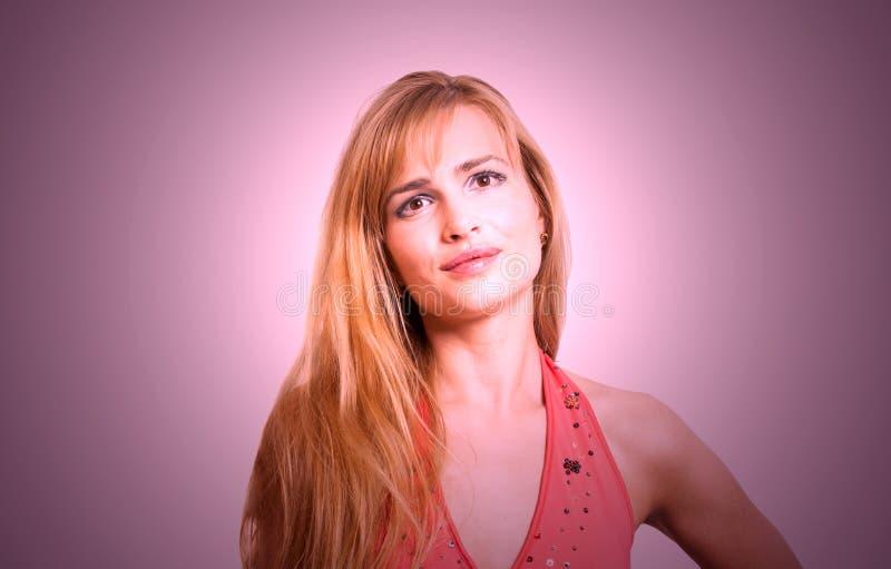 Portret van een mooie blonde smilling vrouw royalty-vrije stock foto