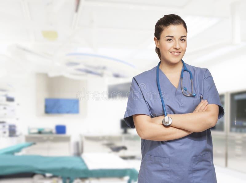 Portret van een mooie glimlachende verpleegster stock afbeelding