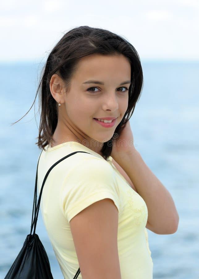 Portret van een mooie het glimlachen brunette royalty-vrije stock foto
