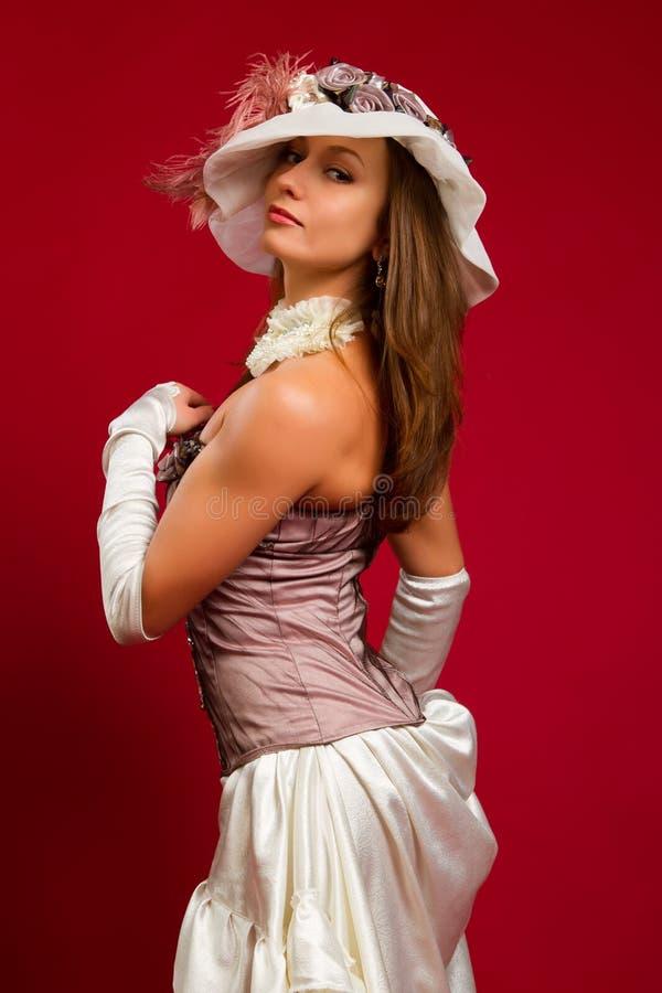 Portret van een mooie jonge brunette stock foto's
