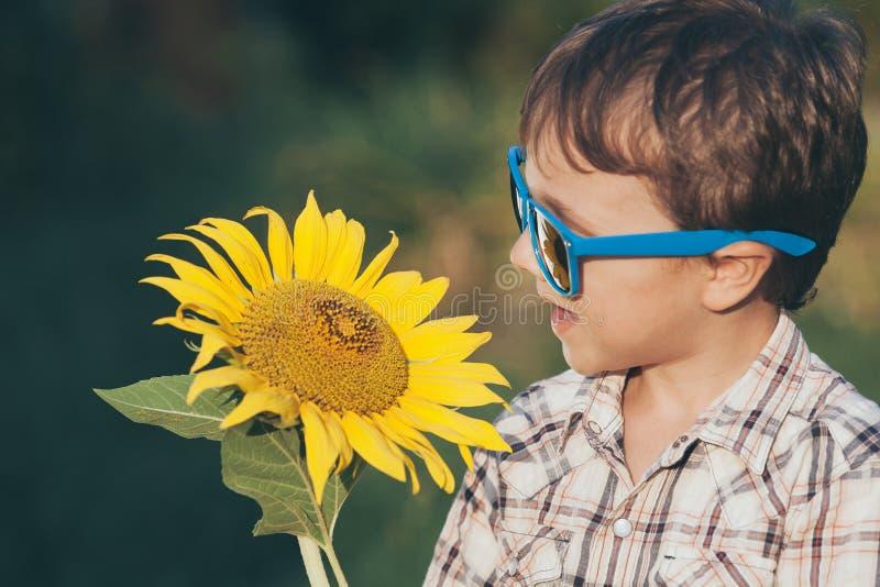 Portret van een mooie jonge jongen royalty-vrije stock foto's