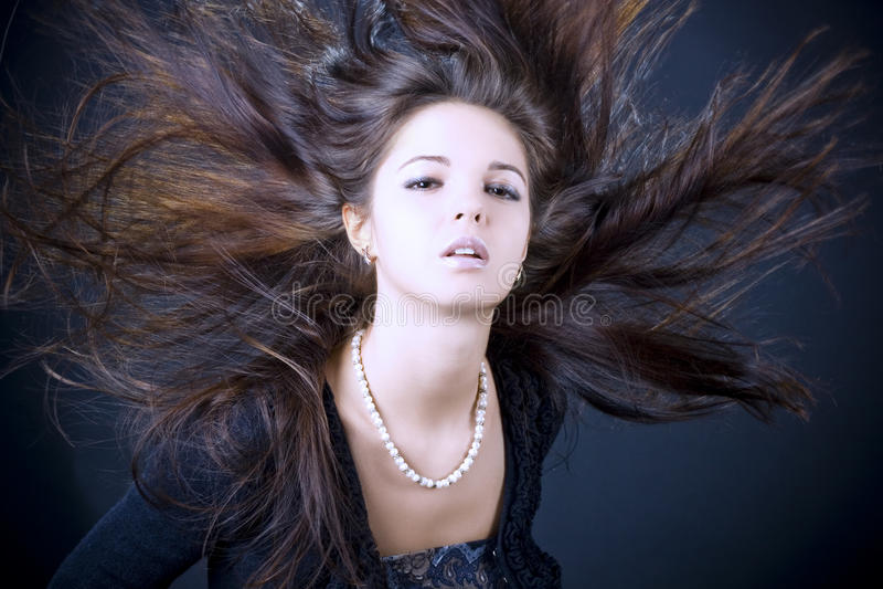Portret van een mooie jonge vrouw royalty-vrije stock afbeeldingen