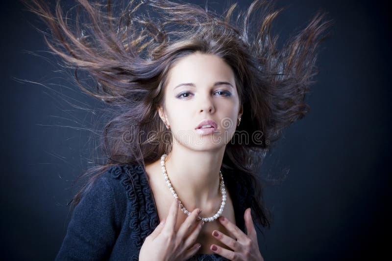 Portret van een mooie jonge vrouw stock afbeelding