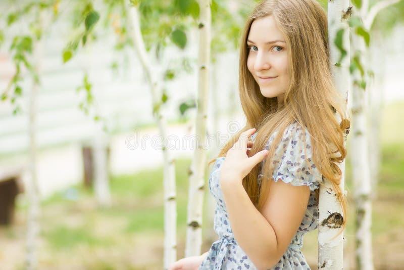 Portret van een mooie jonge vrouw stock foto