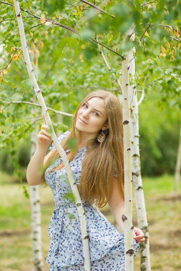 Portret van een mooie jonge vrouw royalty-vrije stock afbeelding