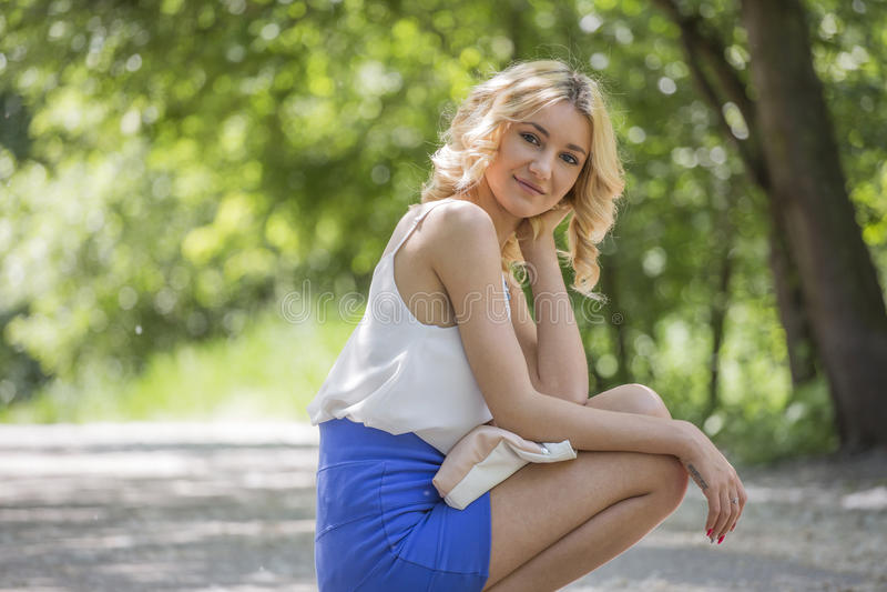 Portret van een mooie jonge vrouw royalty-vrije stock fotografie
