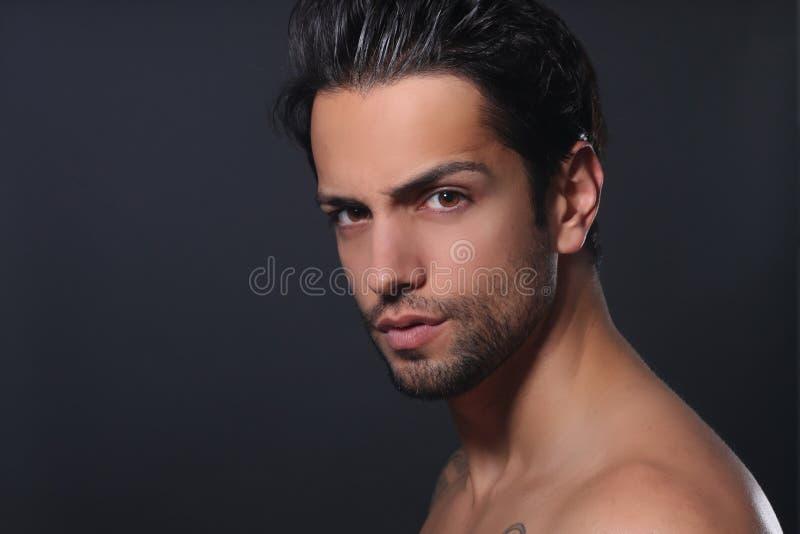 Portret van een mooie mens royalty-vrije stock afbeelding