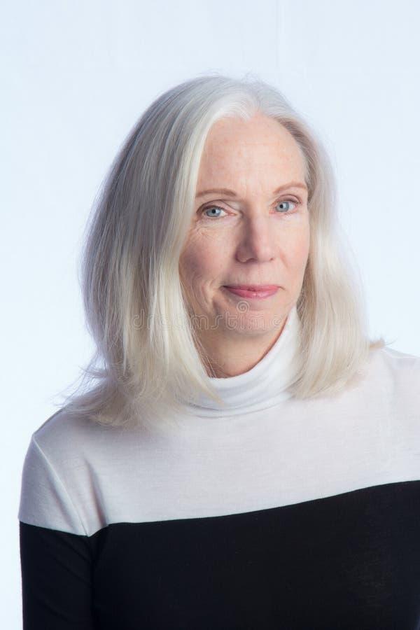 Portret van een Mooie Oudere Vrouw royalty-vrije stock fotografie