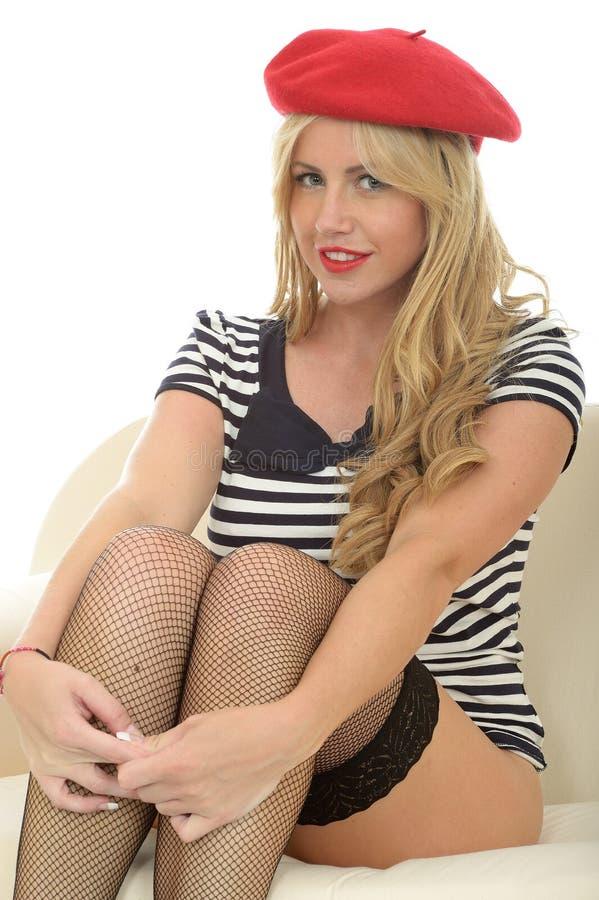 Download Portret Van Een Mooie Sexy Jonge Franse Vrouw Die Een Rode Baret En Vissen Netto Kousen Dragen Stock Foto - Afbeelding bestaande uit brutaal, aantrekkelijk: 54087994