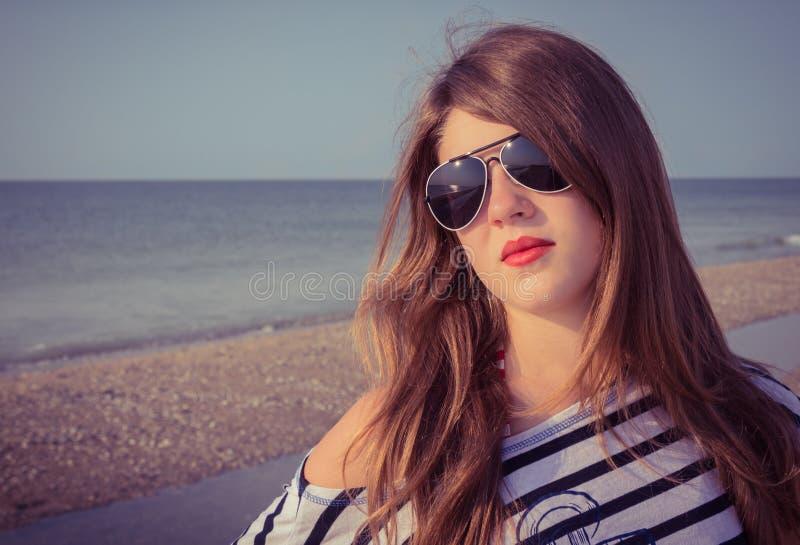 Portret van een mooie tiener stock foto's