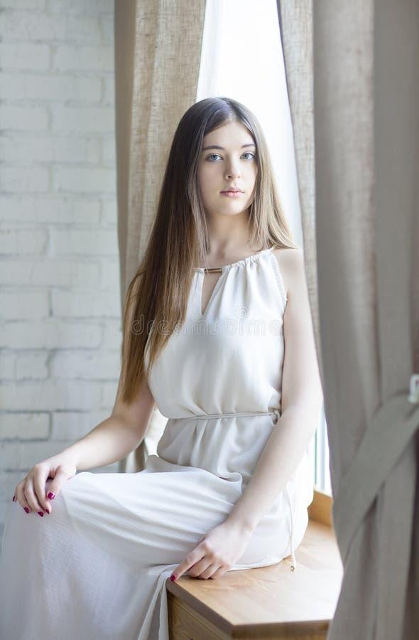 Portret van een mooie tiener stock afbeelding