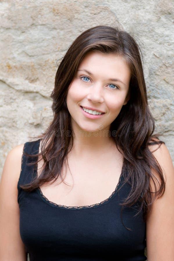 Portret van een mooie tiener in zwarte bovenkant royalty-vrije stock foto