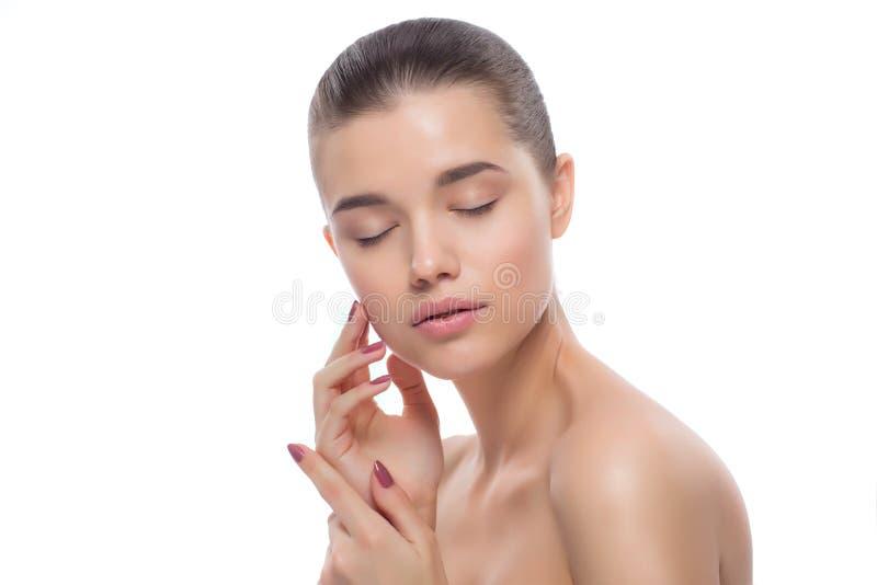 Portret van een mooie vrouw De behandelingen van het kuuroord stock afbeelding