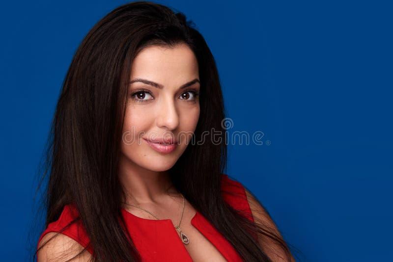 Portret van een mooie vrouw met natuurlijke make-up stock foto's