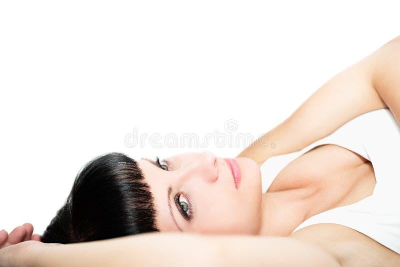 Portret van een mooie vrouw op een witte achtergrond royalty-vrije stock foto