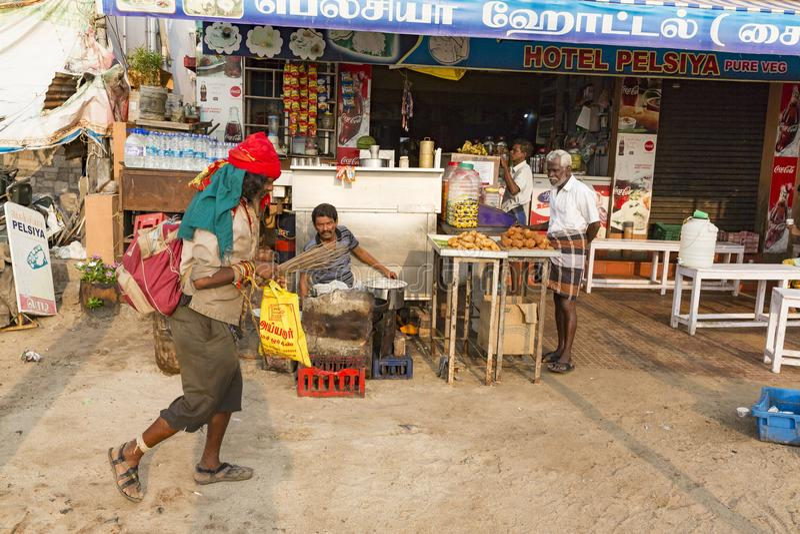 Portret van een niet geïdentificeerde dakloze gewone man van de heilige stad van Rameshwaram, India stock afbeeldingen