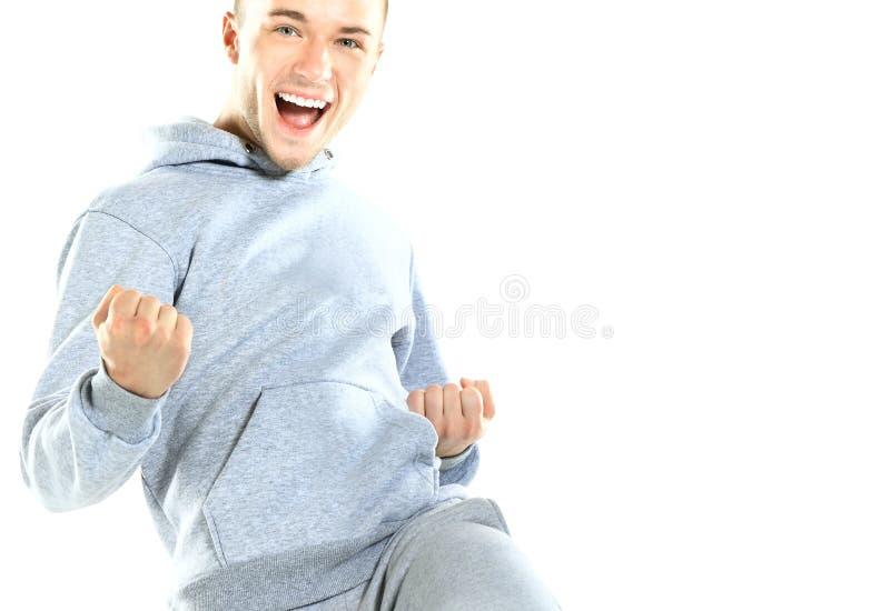 Portret van een opgewekte rijpe mens die van succes genieten tegen stock fotografie