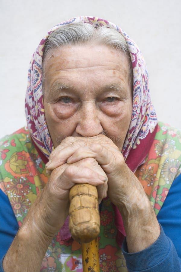 Portret van een oude vrouw stock fotografie