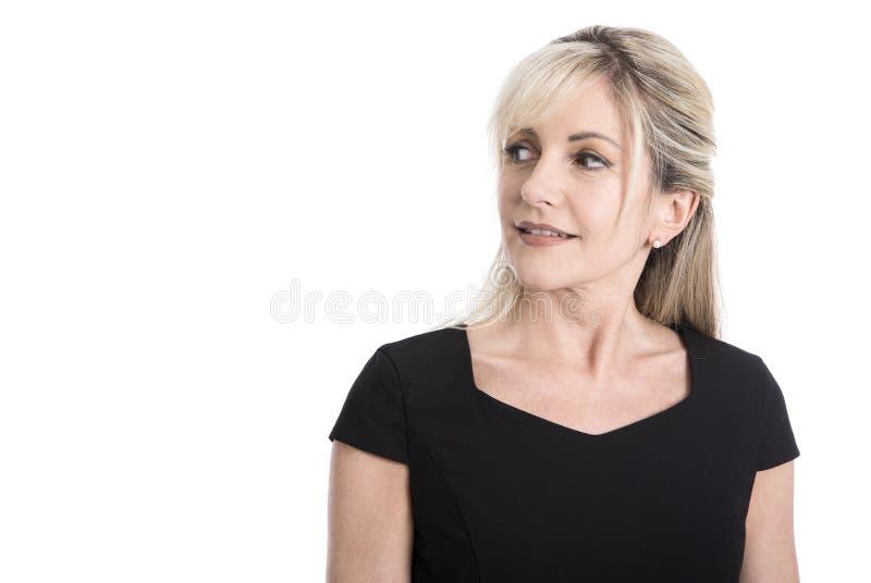 Portret van een oudere geïsoleerde bedrijfsvrouw in het zwarte kijken sid stock foto's