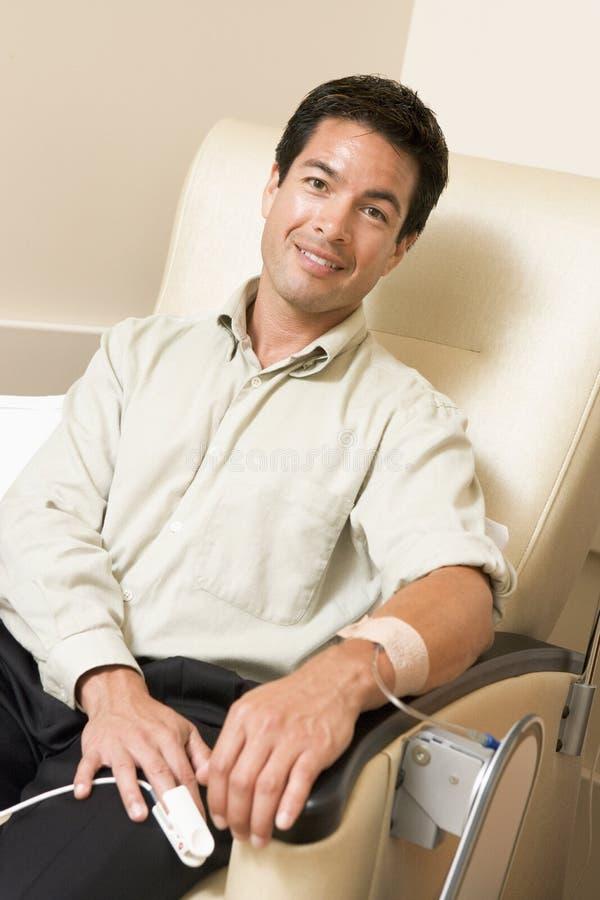 Portret van een Patiënt die Chemotherapie ontvangt royalty-vrije stock afbeeldingen