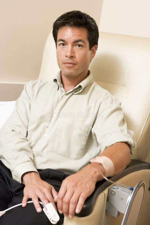 Portret van een Patiënt die Chemotherapie ontvangt stock foto's