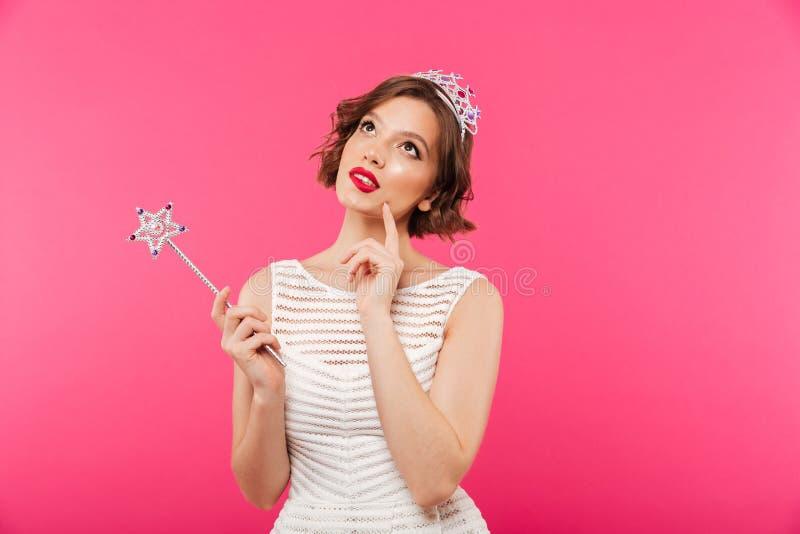 Portret van een peinzend meisje die kroon dragen royalty-vrije stock foto's