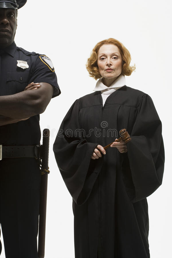 Portret van een politieman en een rechter stock afbeeldingen