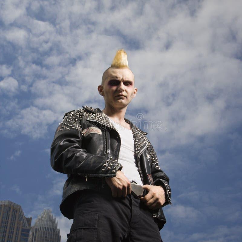 Portret van een punkbuitenkant. stock afbeelding