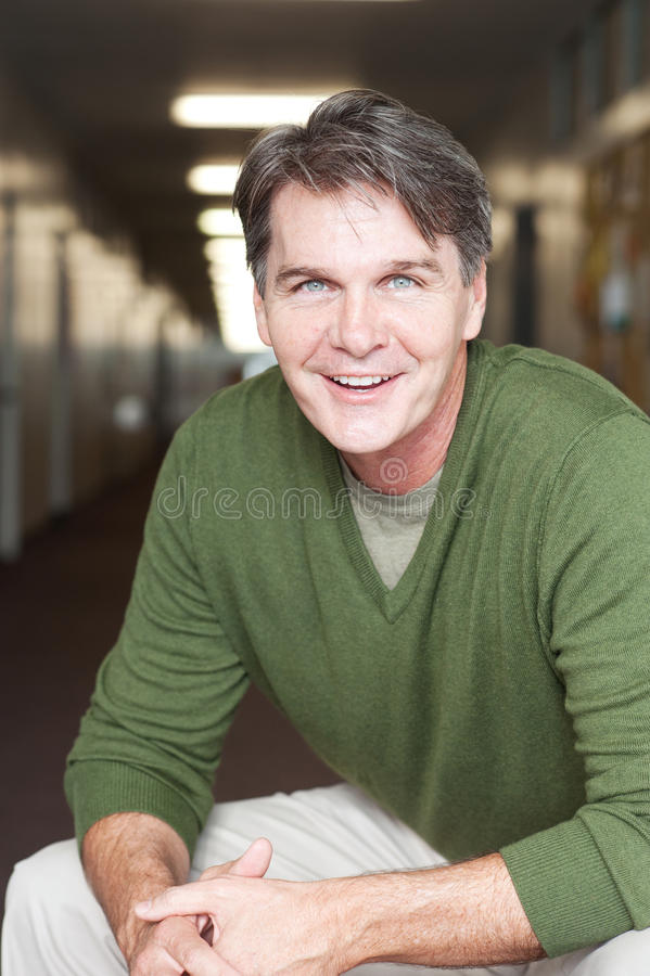 Portret van een rijpe gelukkige mens stock foto