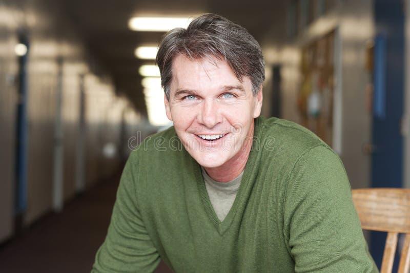 Portret van een rijpe gelukkige mens royalty-vrije stock fotografie