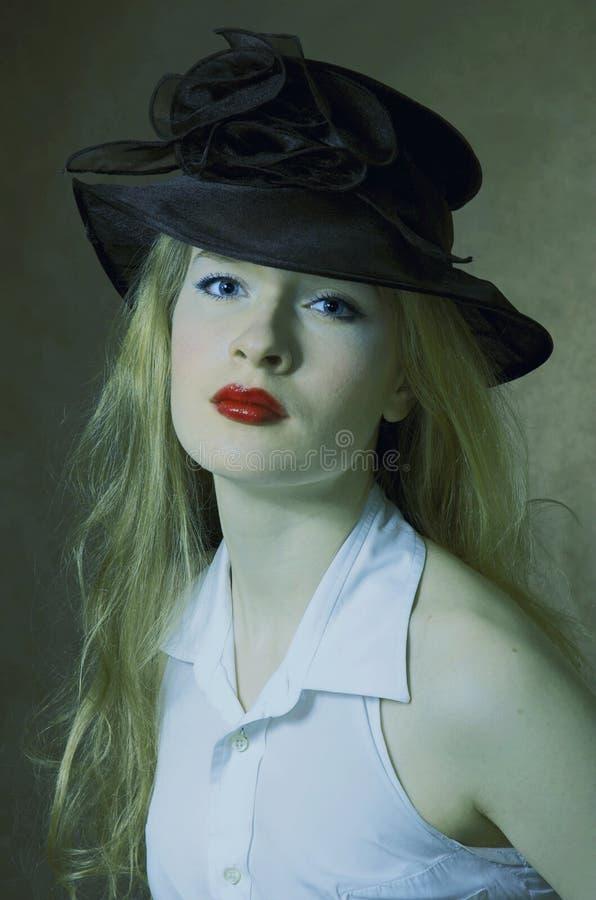 portret van een schoonheid in een hoed royalty-vrije stock fotografie