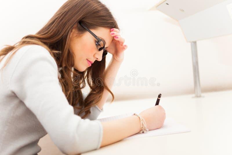 Het schrijven van de student stock fotografie