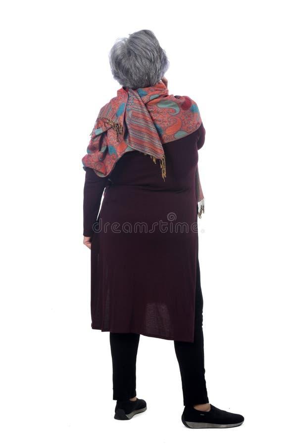 Portret van een senirvrouw van rug op wit wordt geïsoleerd dat stock afbeelding