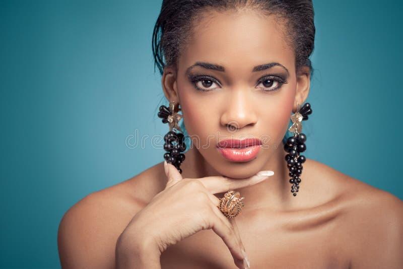 Portret van een sensueel jong model stock afbeeldingen