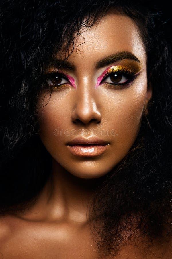 Portret van een sensuele jonge Afrikaanse vrouw stock afbeeldingen