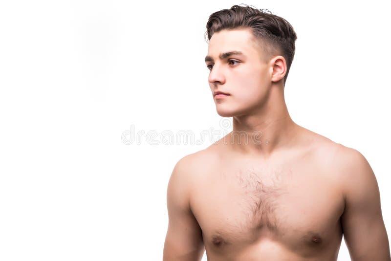 Portret van een sexy jonge mens met het spierlichaam stellen bij studio Witte achtergrond Mensen` s Gezondheid stock foto