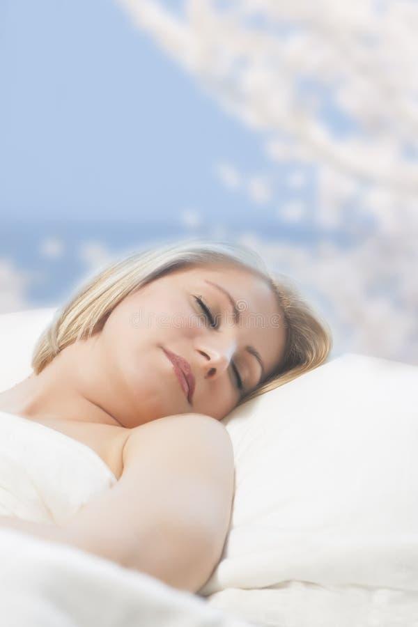 Portret van een slaapvrouw royalty-vrije stock foto's