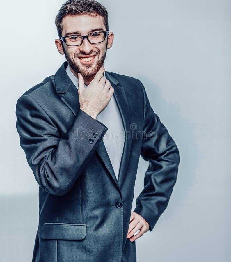 Portret van een succesvolle advocaat in een pak op witte bedelaars stock afbeeldingen